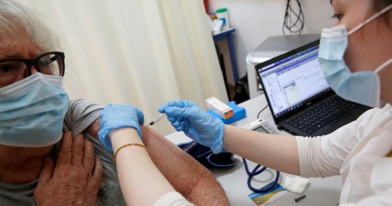 """Wer in Israel geimpft ist erhält nun einen """"Grünen Pass"""", der ihnen erlaubt, Veranstaltungen zu besuchen und in Restaurants zu essen"""