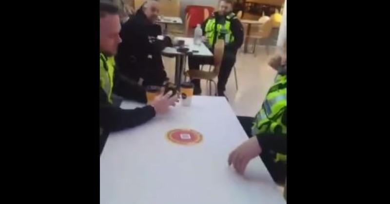 Polizei von der Kamera gefilm wie sie ihre eigenen Lockdown Regeln verletzen