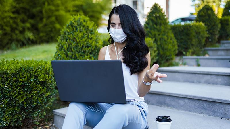 Universitäten drohen, den Internetzugang von Studenten zu sperren, wenn sie die COVID-Beschränkungen nicht einhalten