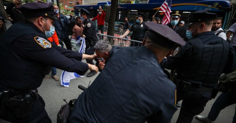 """Polizeidienststellen in ganz Amerika bereiten sich auf einen """"gewalttätigen Sommer"""" vor"""