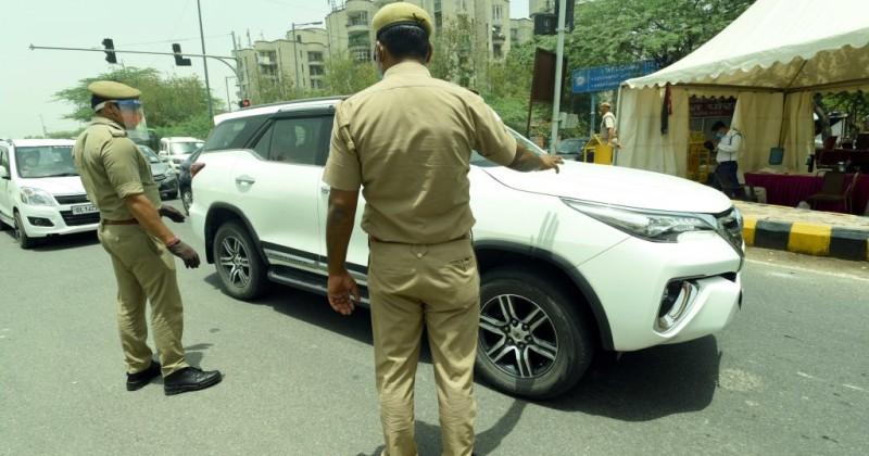 Indischer Mann behauptet, die Polizei habe ihm Nägel in Hände und Füße geschlagen, weil er keinen Mundschutz trug