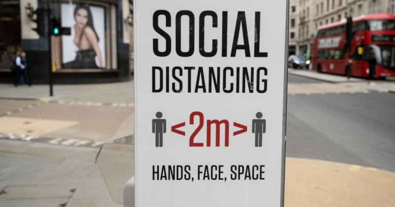 """Trotz Beschwerden: BBC besteht weiterhin darauf, dass Mitarbeiter """"Social Distancing Tags"""" tragen"""